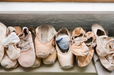 article-new_ehow_images_a07_lv_j6_difference-ballet-shoes-pointe-shoes-800×800.jpg